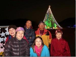 4高さ30mジャンボクリスマスツリーの前